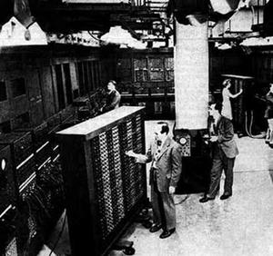 """Um dos primeiro Hosts da internet (ou quase). Eram esses caras que faziam a ligação entre o seu computador e outro antes do tempo em que você apenas digitava """"ww. algumsite..."""" etxc."""
